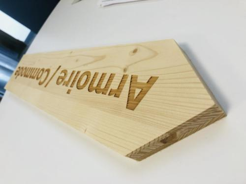 fléchage bois avec gravure