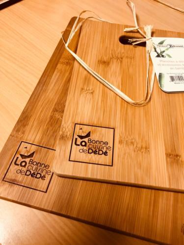 planche de découpe en bambou personnalisée