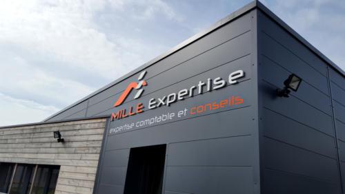 Enseigne PVC mille expertise pour AWI Publicité