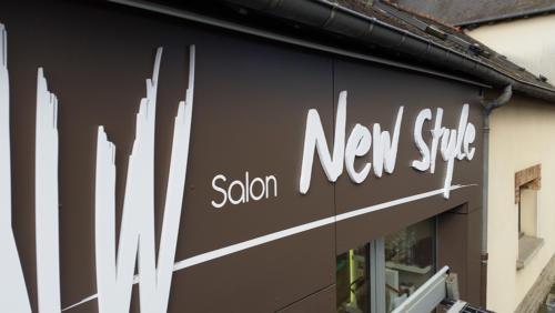 Enseigne PVC new style coiffure pour AWI Publicité